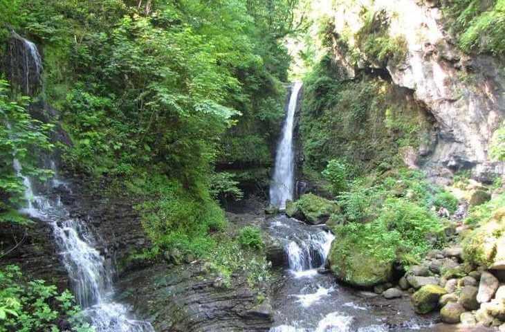 آبشار زمرد حویق در تالش